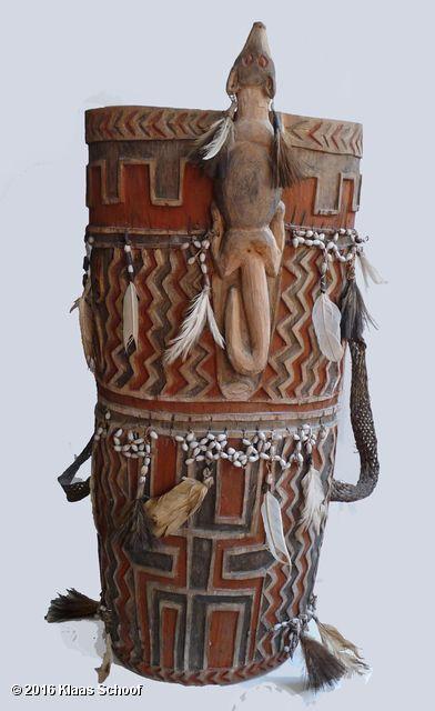 ceremonial-container-papua-asmat-semendoro-collect Tribale kunst Melanesië