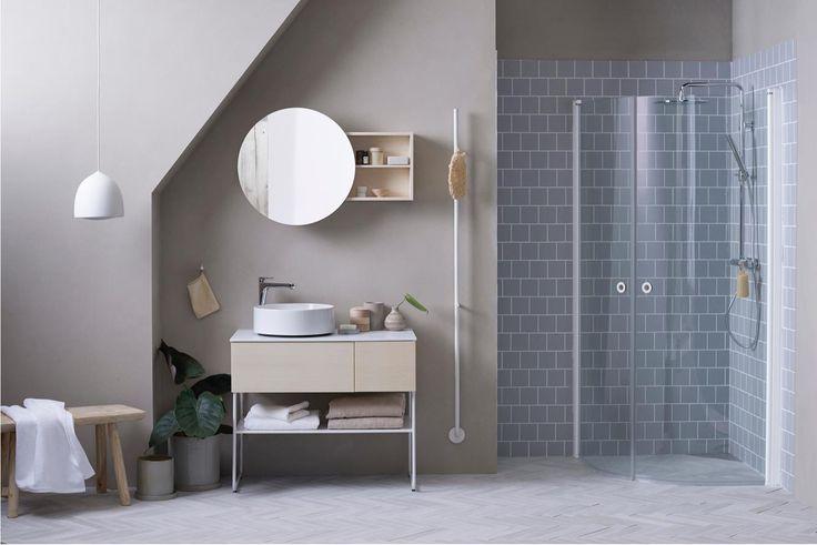 Genom att välja just en LINC duschhörna skulle Helin få en svensktillverkad duschlösning med 15 års garanti som lever upp till Nordens tuffaste krav på miljöanpassad konstruktion, tillverkning och materialval med lång hållbarhet. Alla LINC-duschar kan stoltsera med att vara märkta med Svanen. Duschhörnan LINC Niagara är perfekt i mindre badrum där duschutrymmet blir praktiskt avskärmat så att du undviker att stänka ner hela rummet, samtidigt som det blir gott om svängrum inne under…