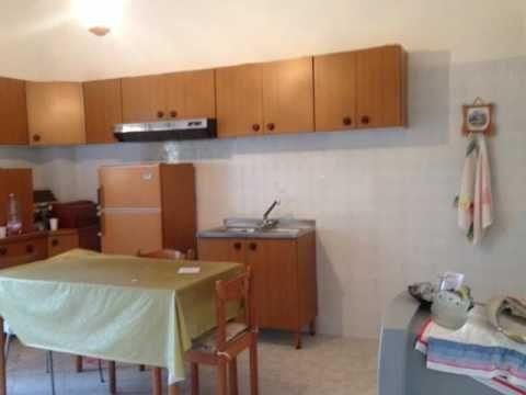 Rif Ap16476 - A Marsala in vendita, in Via Mazara, appartamento abitabile di 95mq al 1° piano composto da cucina, soggiorno, 2 camere, bagno, ripostiglio e veranda. La pavimentazione è in ceramica e gli infissi interni sono in alluminio. Prezzo di vendita € 37.000,00