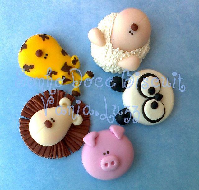 animals as cupcake toppers (lion, giraffe, sheep, panda and pig)