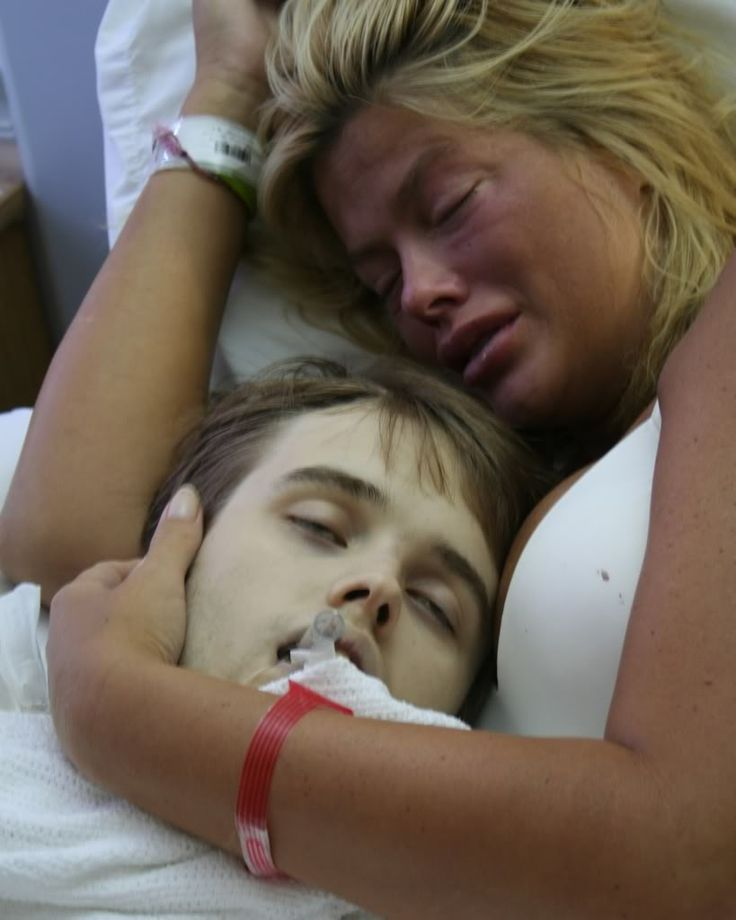 Anna Nicole Smith holds her dead son moments after he ODs on pills ...SAD...SAD...SAD...SAD..SAD...SAD...SAD...