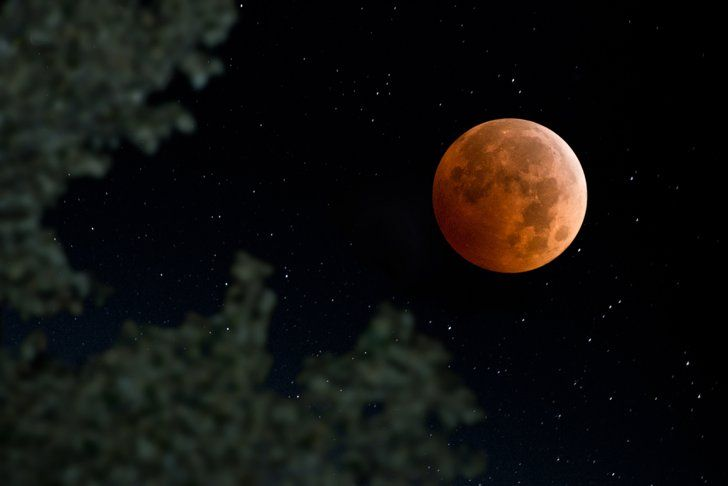 Pin for Later: These Stunning Photos of the Supermoon Eclipse Will Leave You in Awe Another viewing of the super blood moon in full force.