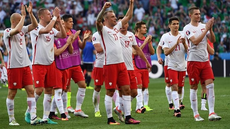 Poland players celebrate their victory at the end of their UEFA EURO 2016 Group C match against Northern Ireland