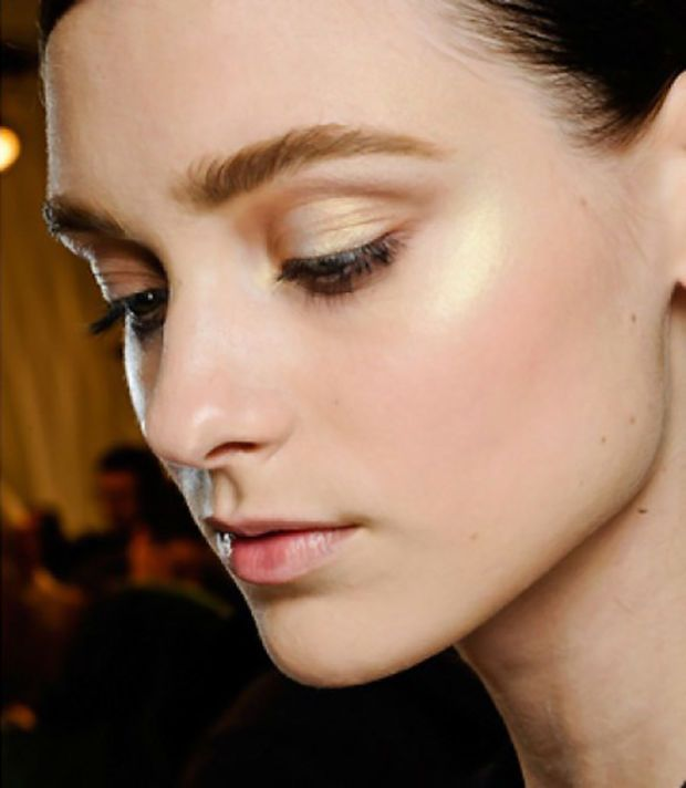Colouring Lesson: Stop Contouring Your Lids -- Try This More Youthful Eyeshadow Technique Instead - Beautygeeks