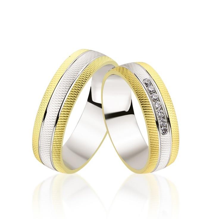 Modelul de verighete LRT129 este special prin taieturile ce ii ofera un efect 3D. Cu 7 cristale, aur alb si galben de 14K, costul unei perechi este 2500 lei.   Aici http://www.bijuteriilarosa.ro/verighete-lrt129 va puteti configura modelul cu aur de 14 sau 18K, cristale ori diamante.