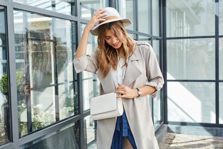 CLUSE retter seg mot kvinner som foretrekker en stilren, enkel og minimalistisk stil. Enkelhet handler om det jordnære, det ujålete og det å være sann mot seg selv. Bort fra distraksjoner og fokus på det som virkelig betyr noe i livet. Med dette som ledestjerne jobber CLUSE for å designe klokker som representerer en minimalistisk eleganse.  En CLUSE klokke får det beste ut av deg og din stil.