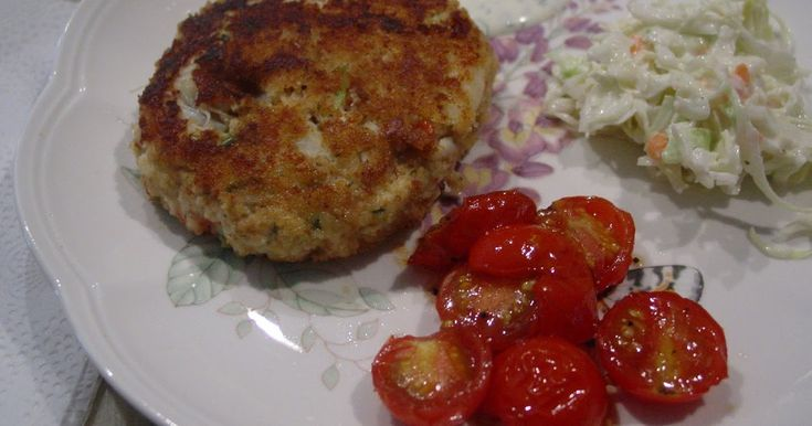 With our bowl of picked crabmeat left from Friday's crab feast, I decided to make Paula Deen's crab cakes. I thought these ...