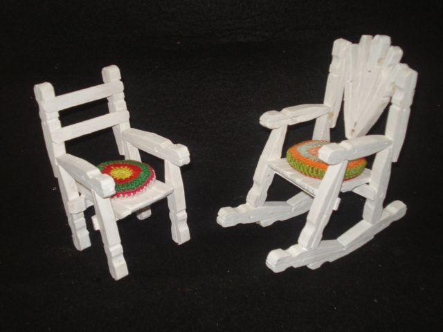 cadeirinhas feitas com pregadores de roupas