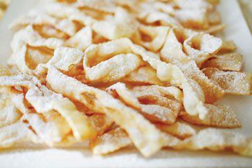 Avete preparato le chiacchere? Ecco la nostra ricetta molisana -> http://goo.gl/hBnmYm #Molise #mangiareinmolise