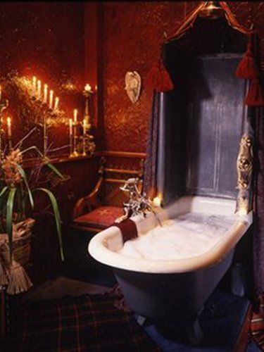 Best 25 victorian bathtubs ideas on pinterest for Gothic bathroom ideas
