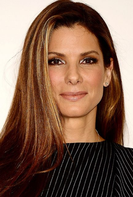Sandra Bullock what a classy girl!  Like her in so many different Movies,, VHL