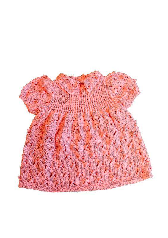 Gratis opskrift på pigekjole med hulmønster og pufærmer