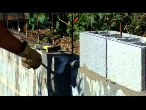 Muro contención tierras con bloques de cemento, armados y corona Capitul...