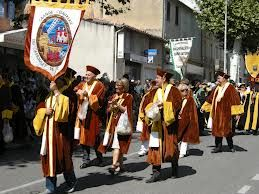 The Cassoulet Confraternity of Castelnaudary lead the way in celebrating for the 13th annual festival of that scrumptious dish with beans.