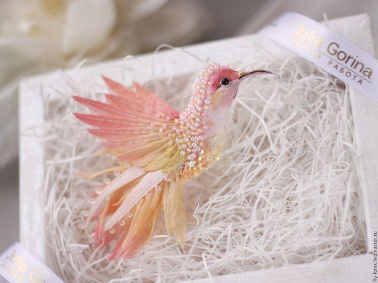 """Купить брошь - птица """"крем-брюле"""" - колибри, птица, птичка, пташка, миниатюра, маленькая брошь"""