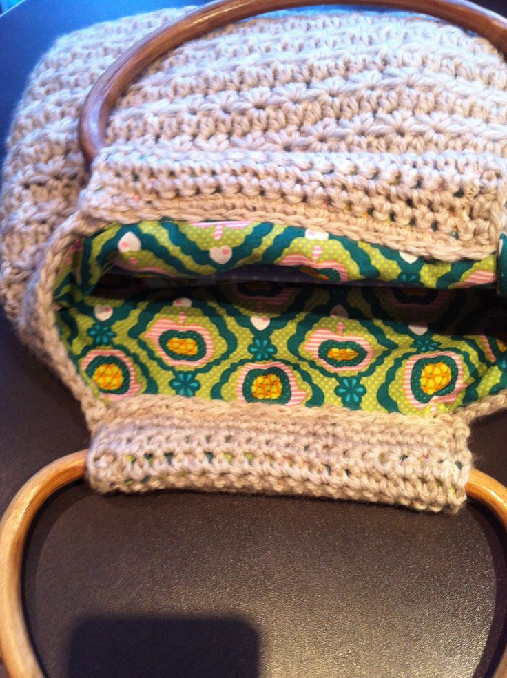 Crochet diamondstich bag with retro lining. Proud that it worked out so well!