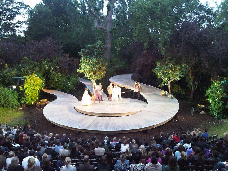 Într-un articol publicat în cotidianul britanic The Guardian pe 8 septambrie, tânărul critic de artă Mark Fisher propune un top cât se poate de provocator: cele mai spectaculoase teatre din ...