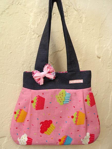 Seja bem-vindo(a)! My lovely Lolly é uma marca de craft designs que desenvolve produtos diferenciados para crianças e bijoux para adultos feitos em beadwork. Os produtos são criados e produzidos por Luciana Zanin, mãe da Memel e de uma cachorrada. E o que faz uma cachorrinha no logo e nome da marca? Simples: homenagem a adorável Lolly, que depois de 7 anos ganhou asas! -------------------------------------------------- PRAZOS E FRETE: Os produtos pronta entrega são enviados em até 3 dias…