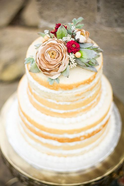 Beautiful and simple weddingcake.