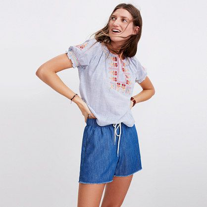 Our favorite pull-on shorts in chambray with a breezy touch of linen. Supercomfortable and cool, they swap in effortlessly for a pair of cutoffs (must be that raw hem).
