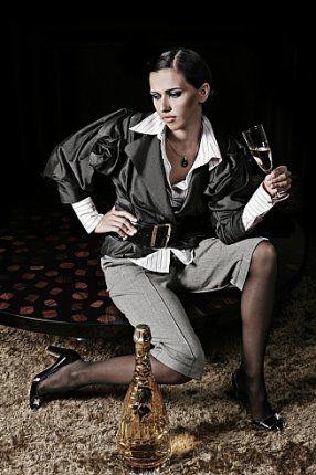 Если женщина успешна, неотразимa и довольна жизнью - значит она кoму-то мстит...