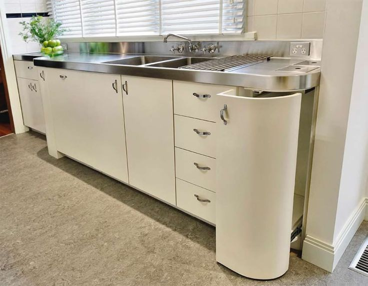 Art deco kitchen loving the stainless steel www for Art deco style kitchen units