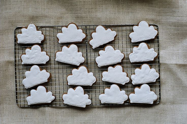 gingerbread cloud cookies: Clouds, Sugar Cookies, Apt 2B, Cloud Cookies, 2B Baking, Cookies Cloud, Gingerbread Cookies, Biscuits, Gingerbread Cloud