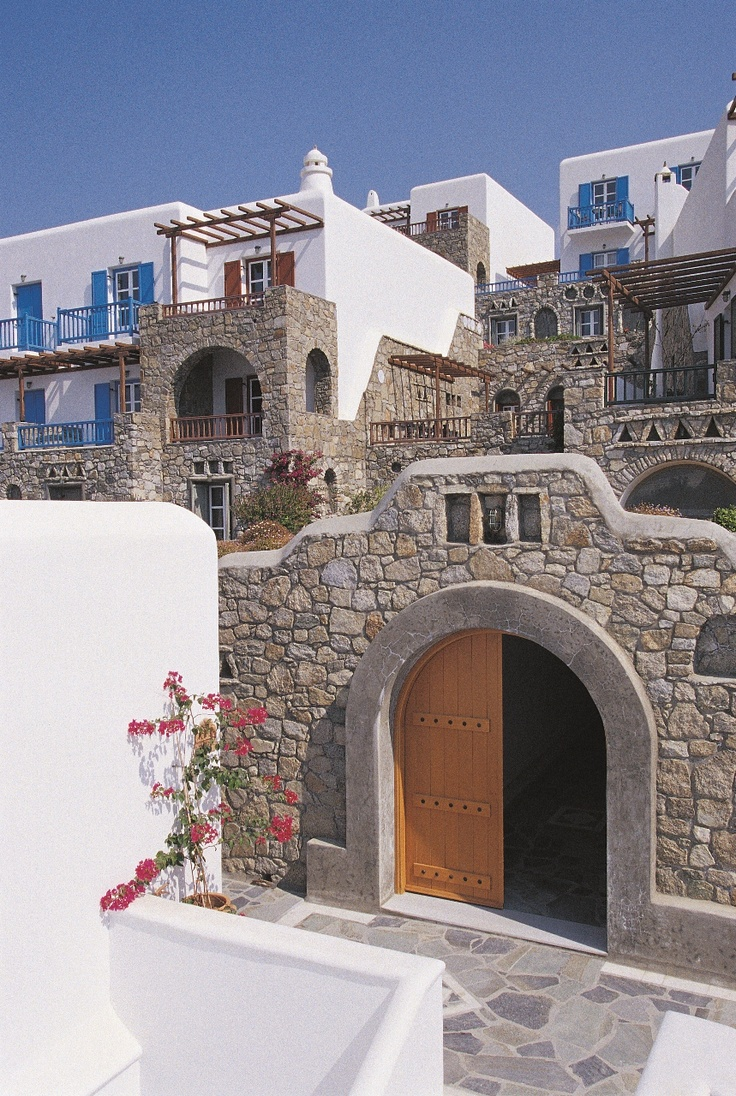 Mykonos Grand hotel premises: the birth of Cycladic architecture is explained by the rarity of construction materials and also by the fact that the houses had flat roofs and a cubic shape to resist against the strong winds.