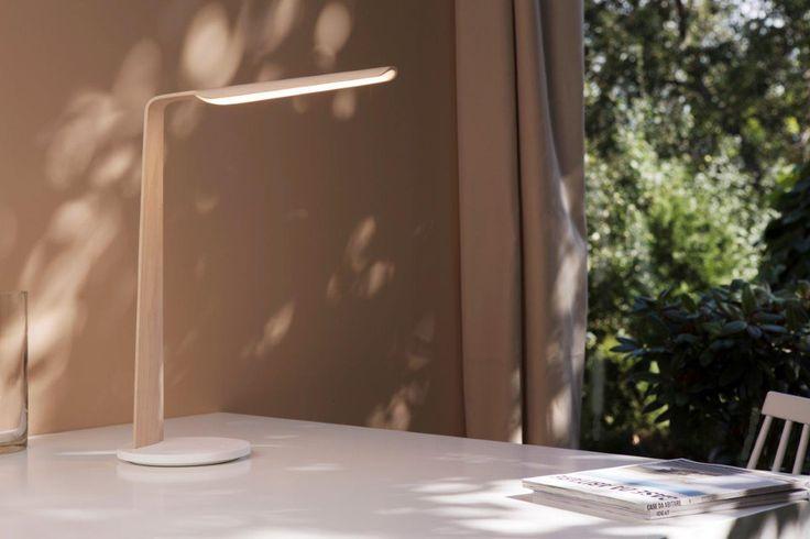 Swan table lamp