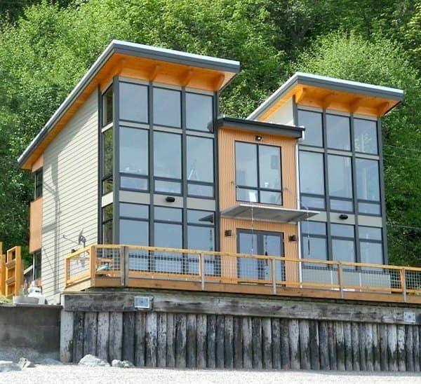 Fotografías de una vivienda prefabricada en kit de la firma FabCab, incluso durante su proceso de montaje. Características sostenibles y calidades. De dos plantas.