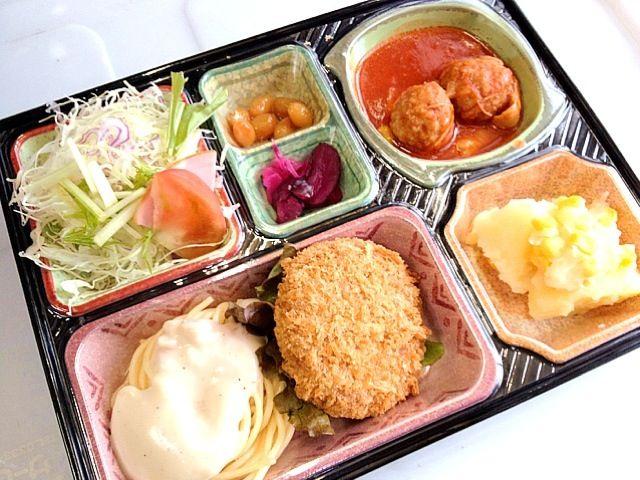 若鶏と肉団子のトマト煮 メンチカツ じゃがいもとコーンの洋風煮 サラダ、漬け物他 - 3件のもぐもぐ - カルボナーラ風スパゲティ by kurita820