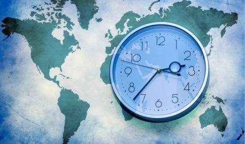 Le décalage horaire, qu'est ce que c'est ? Si vous effectuez un voyage au long cours, vous subirez sans doute les désagréments du décalage horaire. Pour ne pas qu'une partie de vos vacances ne soient gâchées par les effets du décalage horaire, Skyscanner vous dévoile tout sur le décalage horaire : par quoi il est causé, quels sont les effets qu'il engendre, et comment faire pour éviter - et limiter - au maximum les effets du décalage horaire.