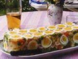 sm - vajíčkový aspik: 250 g šunky,4 kapie,4 uhorky,4 uvarené vajcia,2 PL tatárskej omáčky,želatína (želatína,voda,bujón,vegeta).Postup:suroviny nakrájame na drobné kúsky.Zmiešame s pripravenou želatínou,nalejeme do formy a necháme stuhnúť.