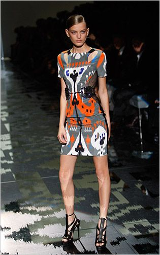 Google Image Result for http://cocomale.com/blog/wp-content/uploads/2010/06/IKAT_DRESS_GUCCI.jpg