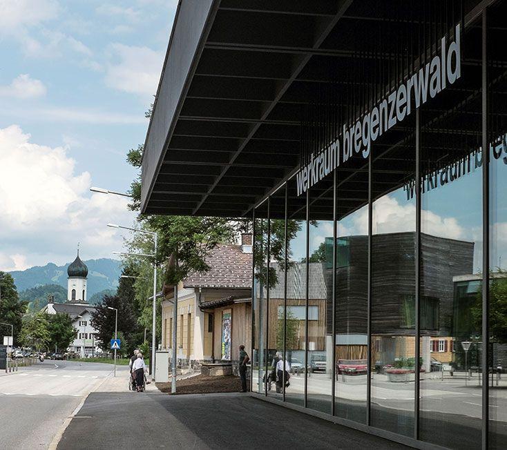 Ein Haus für das Handwerk  Im Bregenzerwald ist die Kultur des Bauens und Wohnens augenfällig. Die Bewohner selbst wissen die handwerkliche Fertigung in kleinen und mittelständischen Betriebe…