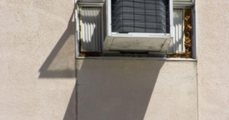 Qué hacer si tu aire acondicionado central no sopla aire frío. Si el aire que sale de tu acondicionador de aire no es frío, hay algunas cosas que debes verificar. Desde algo tan simple como sustituir el termostato hasta cambiar toda la unidad, comprueba primero las soluciones más fáciles para ahorrarte la molestia de tener que sustituir la unidad completa.