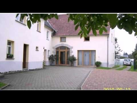 Pension Annelie - Schullwitz - Visit http://germanhotelstv.com/pension-annelie Offering a garden with barbecue facilities a sauna and rooms and apartments with traditional-style dÃcor this guest house in Schullwitz is just 15 km from Dresden city centre. -http://youtu.be/4uALq_jLVdw