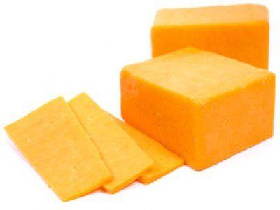 .Приготовить домашний твердый сыр не так уж и сложно. Такой сыр можно смело давать малышу, ведь в нем не будет никаких ароматических добавок и красителей..Ингредиенты:.- 500 грамм жирного творога (не менее 9%) зернистого.- 500 мл молока (чем жирн...