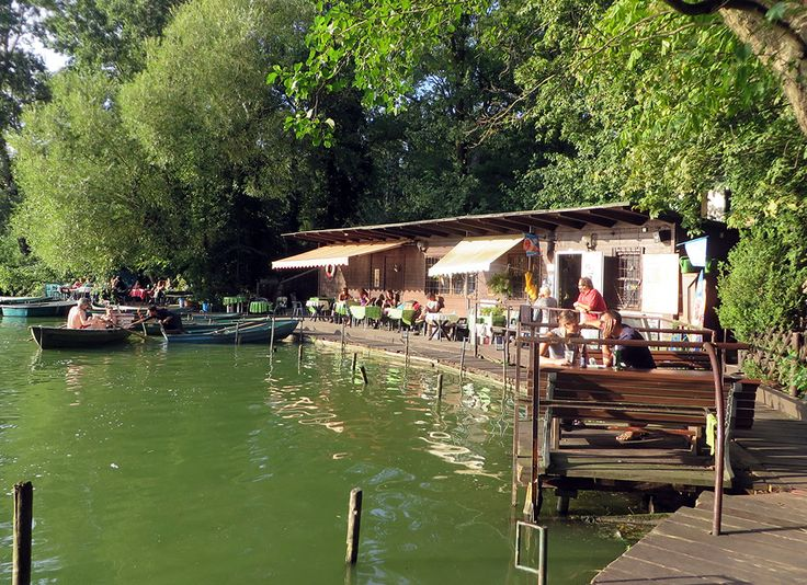 Sooooo lovely. A wonderful Berlin boathouse and bar idyllically located right on the water's edge. One of the city's best-kept secrets!