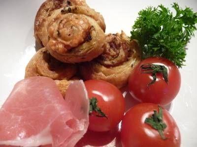 Bladerdeeg Met Rauwe Ham En Pesto recept | Smulweb.nl