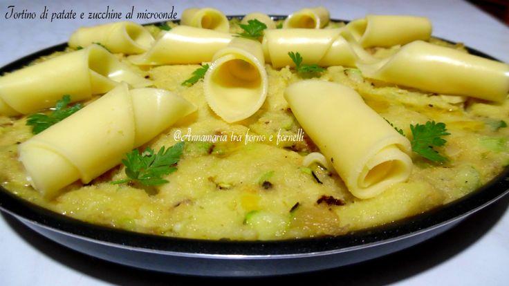 Tortino di patate e zucchine al microonde Ricetta facile Antipasto Secondo piatto gustoso Ricetta vegetariana estiva con formaggi.