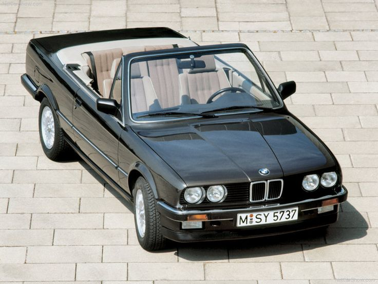 E30 BMW 325i Convertible in Malachite Green (Malachitgrün)