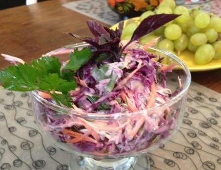 Салат из красной капусты перца и майонеза