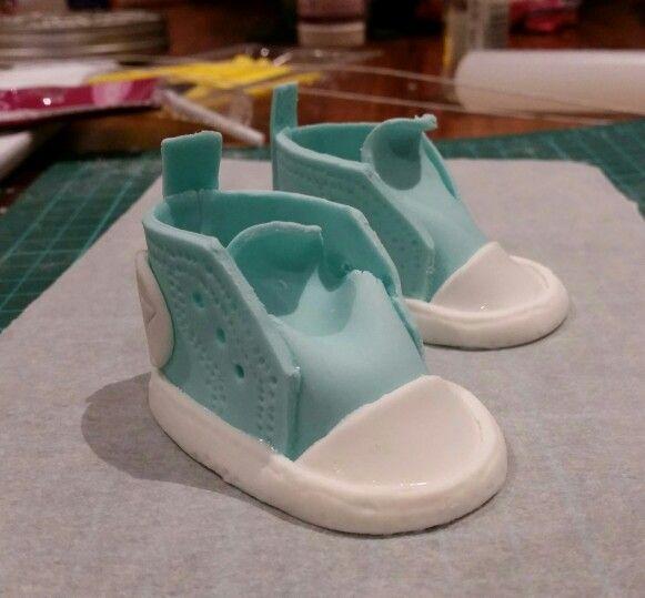 Fondant converse baby booties