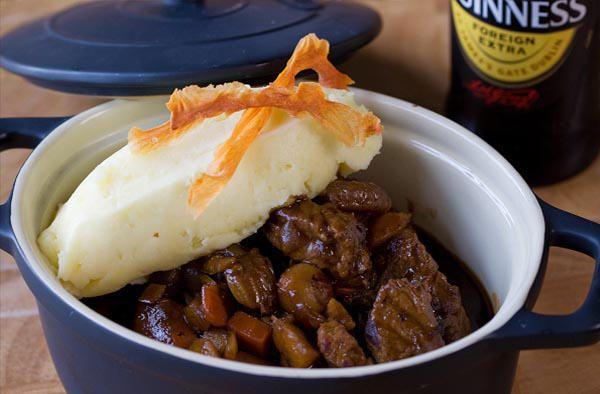 Ternera y cerveza, una mezcla perfecta si queremos disfrutar de la esencia gastronómica de Dublín en nuestra propia casa.