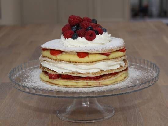 http://www.smulweb.nl/recepten/1381887/Pannenkoektaart-geleroom-slagroom-vers-fruit