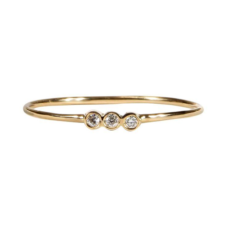 Anillo Fino con Tres Diamantes en Oro Amarillo 18 K