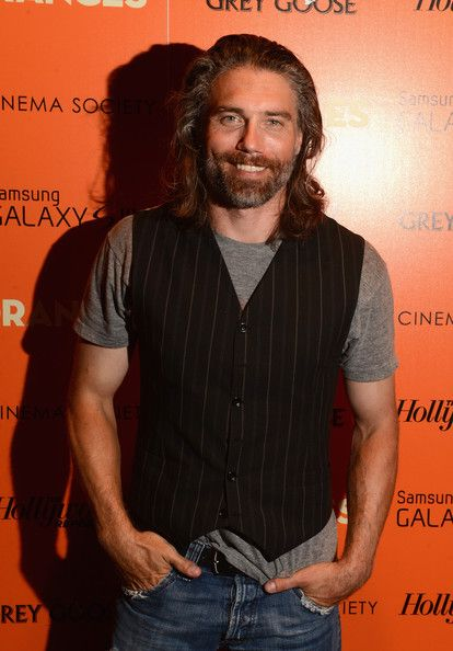"Anson Mount Foto - A Sociedade de Cinema com o The Hollywood Reporter & Samsung Galaxy S III anfitrião a exibição de ""The Oranges"" - Arrivals"