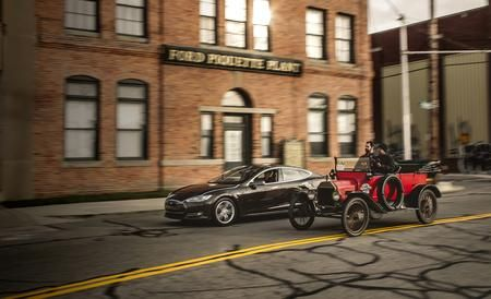 The Race of the Centuries: 2013 Tesla Model S vs. 1915 Ford Model T - Feature