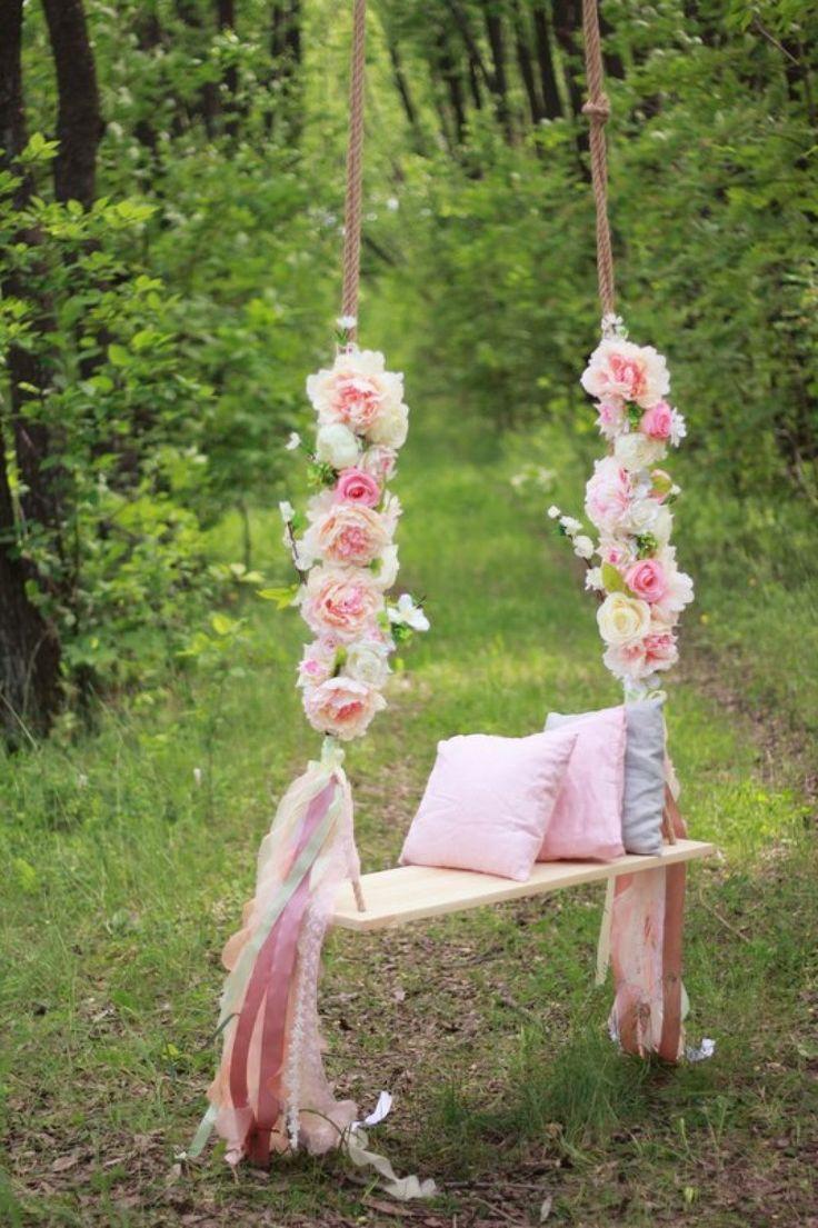 Качели в декоре свадебной фотозоны